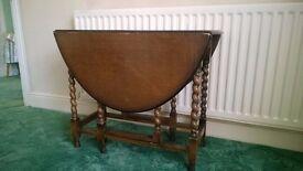 Vintage gate leg/drop leaf table