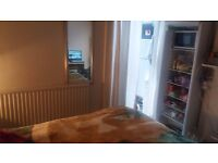 ROOM WITH DOUBLE BED/FURNISHED NEAR CITY CENTRE - WITH PRIVATE ENTRANCE