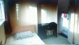 double bedroom located by the harbour & centre