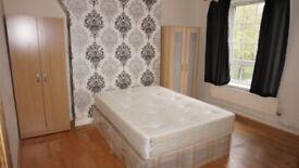 3 Bed Flat near Brick Lane & Shoreditch with Separate Reception, Kitchen &Bathroom & Toilet