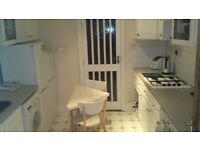 2 Double Rooms to Let, 3 mins from Leyton station on the Central line, great location