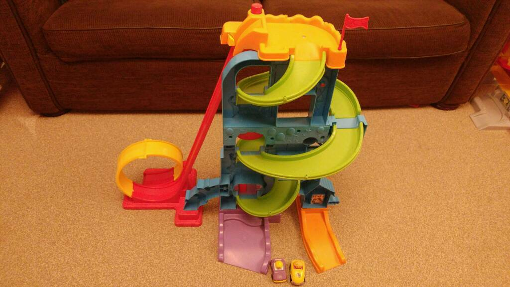 Fisher-Price Little People Wheelies Loops 'n' Swoops Amusement Park