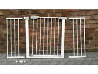 Lindam Stair Gate with two extensions and fittings. Excellent condition.