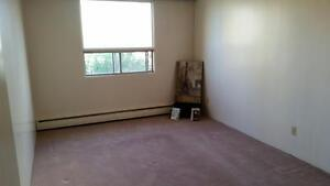FREE NOVEMBER RENT - 2 Bedroom Apartment Located DOWNTOWN!!!