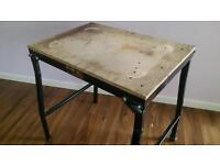 DEWALT FOLDABLE MITRE SAW / METAL SAW TABLE