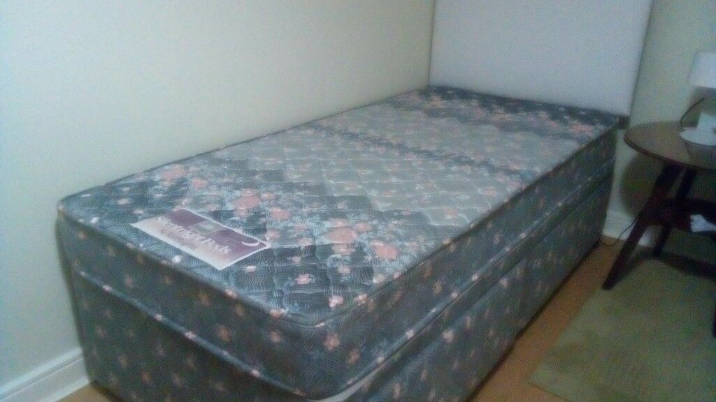 Silentnight single divan bed with 2 drawers *SOLD*