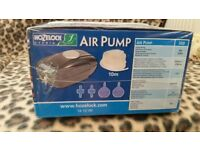 Hozelock 320lph Pond air pump boxed unopened. Includes 10m air pipe, + 2 air stones