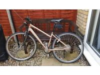 Ladies bike hybrid raleigh in very good condition riden 5 times