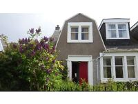 Festival let sleeps 10 city house with big gardens by sea 7 mins Princes St by wee train or 15 bus.