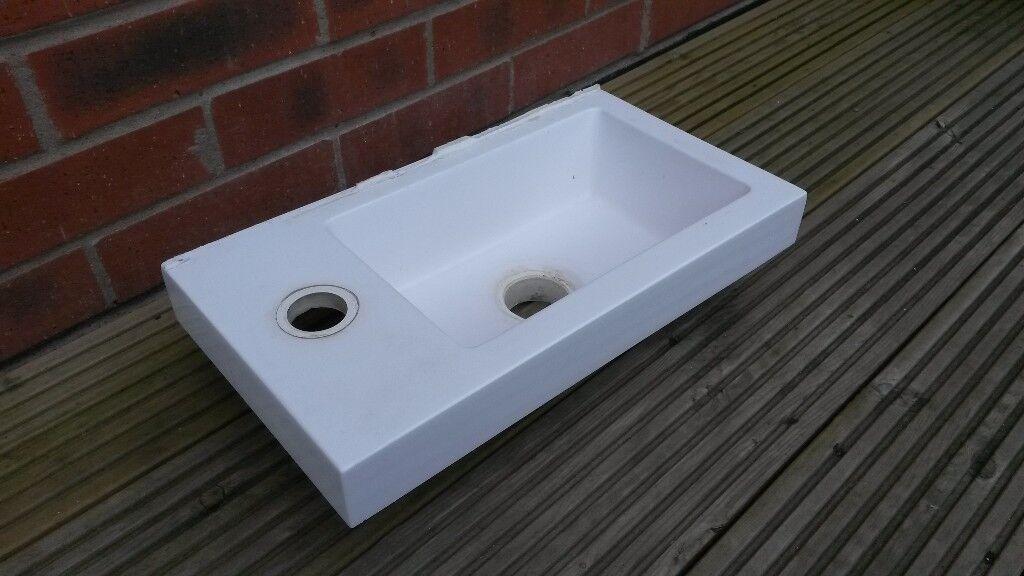 Small Bathroom/Cloakroom Sink/Basin