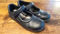 Girl's Shoes Size 1.5 / Souliers Filles Grandeur 1.5