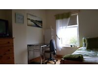 Large double room for rent in large quiet Victorian House near town centre.NN1 5JR Bills inclusive