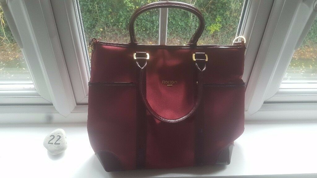 Florian UK Handbag with Alice in Wonderland print!!