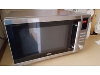 Delonghi Microwave oven - in Good condition