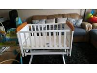 Sliding crib
