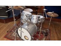 MAPEX HORIZON SILVER SPARKLE DRUMS, USED TWICE.