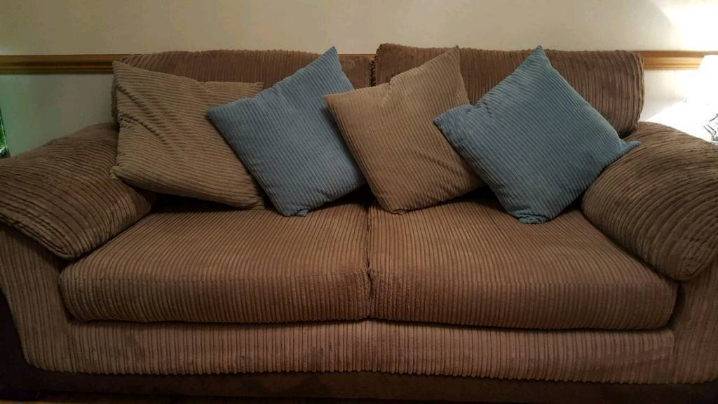 Lovely 3 seater sofa and 2 arm chairs