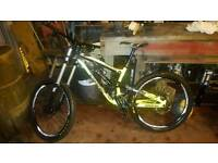 Saracen myst pro 2014 (medium) downhill MTB