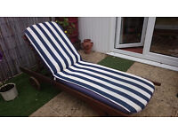 Solid Wooden Sun Lounger with Pad