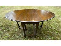 Oval oak gate-legged extendable dining table (6 persons)