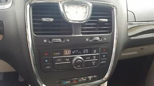 2015 Chrysler Town & Country DUAL DVD-BACK UP CAMERA-DUAL AIR/HE Windsor Region Ontario image 19