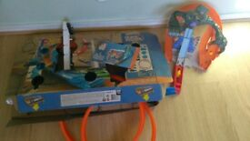 Hot wheels play sets, track builder
