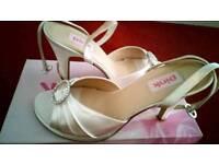 Size 7 ivory shoes