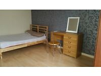FURNISHED DOUBLE ROOM FOR PROFESSIONAL NONSMOKER FOR RENT £530 PER MONTH IN CITY CENTRE