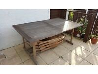 Extendable teak garden table with 6 chairs