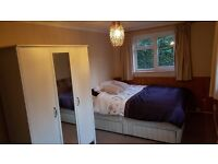 Lovely, quiet, double room close to RHUL & Egham train station - FEMALES ONLY