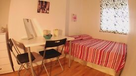 GORGEOUS DOUBLE ROOM - BIGGEST OFFER FOR A LIMITED TIME IN OLD STREET, THE COOLEST AREA OF LONDON!!