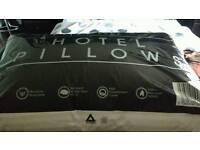 Brand new pillows king size quilt