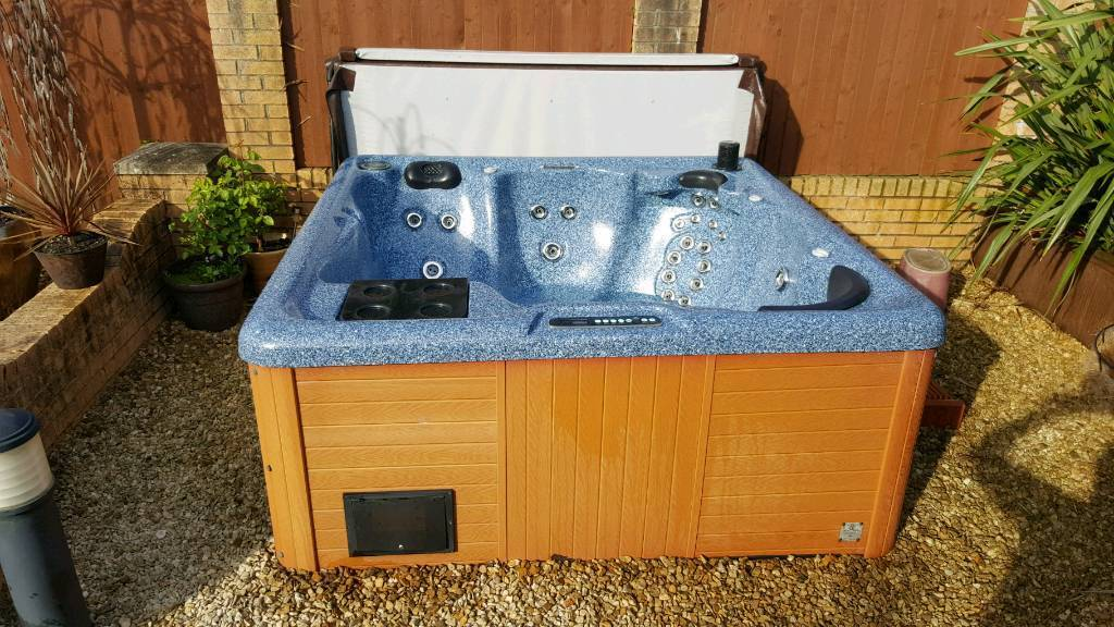 Luxury hot tub 6 seats
