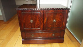 Mahogany Edwardian Style Television HiFi Cabinet On Wheels And With Drawer In Excellent Condition
