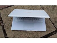 Mac Book 13' in very good condition and fully working plus charger
