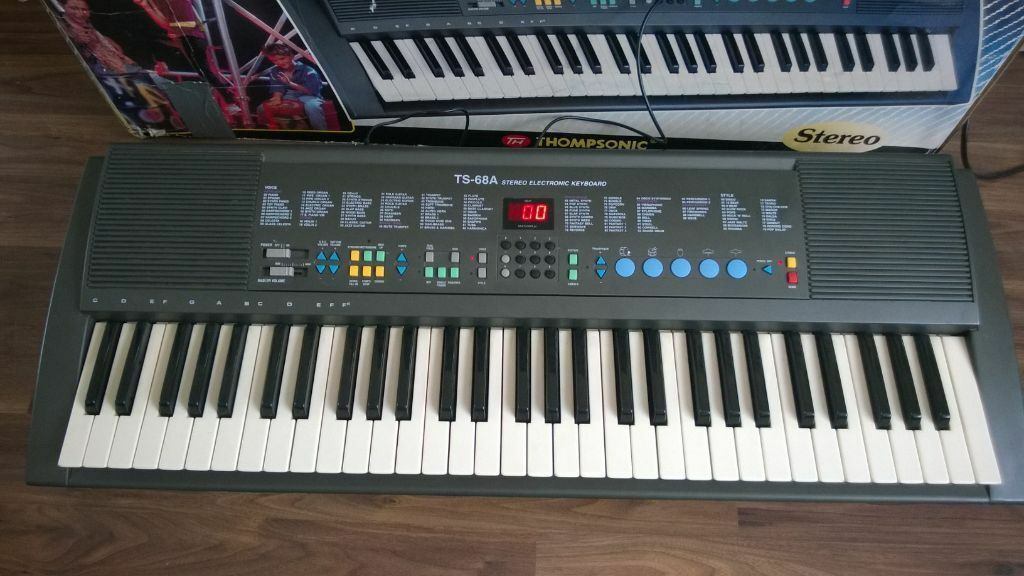 thompsonic stereo electronic keyboard in warrington cheshire gumtree. Black Bedroom Furniture Sets. Home Design Ideas