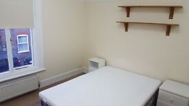 Large DOUBLE and SINGLE rooms in clean quiet house LUTON, buses to AIRPORT, L&D hosp, Dunstable,MK