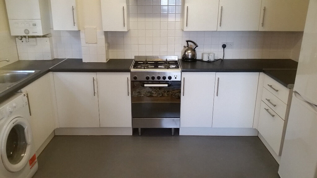 One Bedroom Flat With Balcony in Dalston
