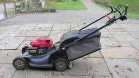Honda 21 inch Self Propelled Petrol Lawnmower. Excellent condition.