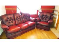 Beautiful Vintage Red Buttoned Leather 3-Seater Sofa & 2 Matching Single Armchairs For Sale