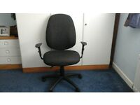 PROFESSIONAL GAS LIFT SWIVEL OFFICE CHAIR WITH ARMS*AS NEW CONDITION *
