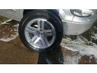 Chrysler 300c alloy wheels and 225/60/18 Pirelli tyres