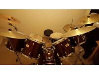 Mint condition, pearl drum kit (12 peice).