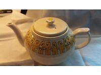 Tea pot 'Country life butter folk'