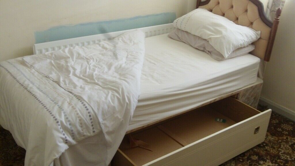 Picture of: Single Draw Divan Bed In Stoke On Trent Staffordshire Gumtree