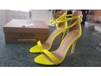 Ladies shoes, Yellow Neon Size 6. BRAND NEW. Never worn.