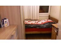 ***Big Single Room with A DOUBLE BED (All Bills Included )***