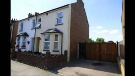 3 bedroom semi detached house near Marsh Road Area for rent