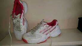 womens adidas trainers size 6 ,used but still lots of wear