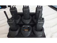 5 MOTOROLA CP040 UHF 4 WATT TWO WAY WALKIE-TALKIE RADIOS with 6way charger